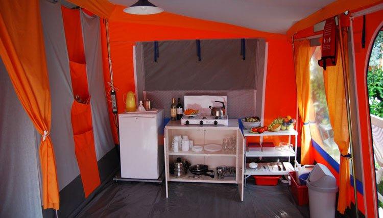 Bungalowtent Gusto - woonkamer, keuken