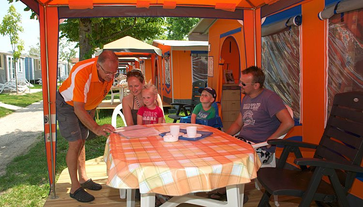 Bungalowtent Gran Gusto - terras, courier